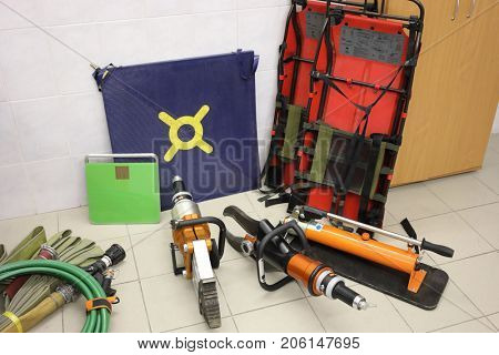 fire-fighting tools and equipment, hydraulic lifesavers tool, kit for carrying injured person