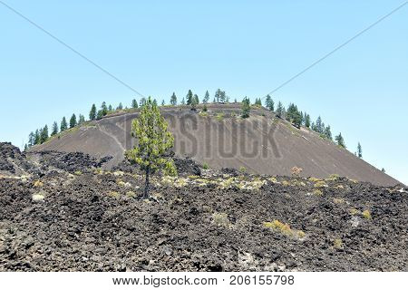 Picture of Lava Butte, a cinder cone near Bend in Central Oregon, USA.