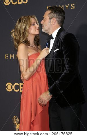 LOS ANGELES - SEP 17:  Hilarie Burton, Jeffrey Dean Morgan at the 69th Primetime Emmy Awards - Arrivals at the Microsoft Theater on September 17, 2017 in Los Angeles, CA