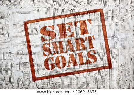 Set smart goals - graffiti sign on stucco wall
