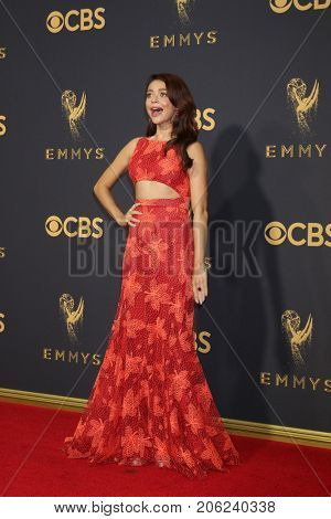 LOS ANGELES - SEP 17:  Sarah Hyland at the 69th Primetime Emmy Awards - Arrivals at the Microsoft Theater on September 17, 2017 in Los Angeles, CA