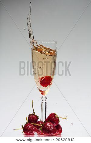 Strawberry and champagne splash