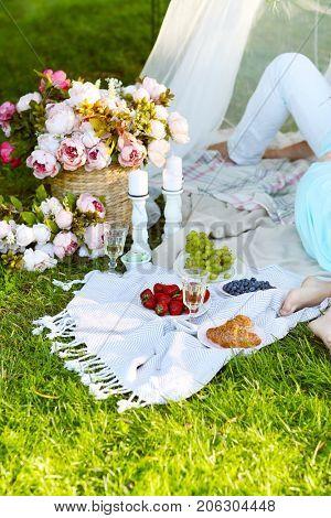 Love. Romantic picnic in the park