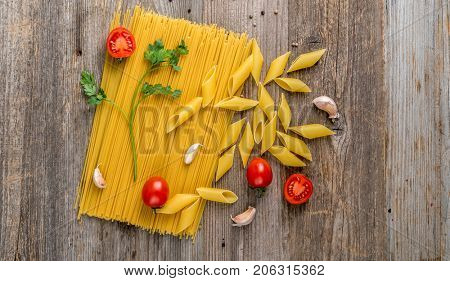 spaghetti and spices, additional textspace left, topview