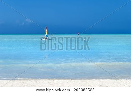 The contrasting colors of water and sky on Antigua island beach (Antigua and Barbuda)