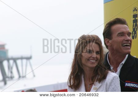 HUNTINGTON BEACH, CA - OCT 6: Arnold Schwarzenegger, Maria Shriver at the CA Comeback Express Bus Tour in Huntington Beach, CA on October 6, 2003.