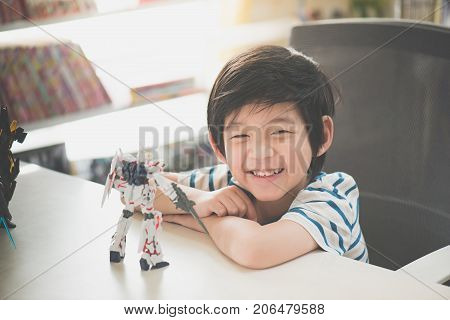 Bangkok Thailand - Aug 19 2016: Asian Child With Plastic Model Of Mobile Suit Gundam Unicorn Hg 1:14