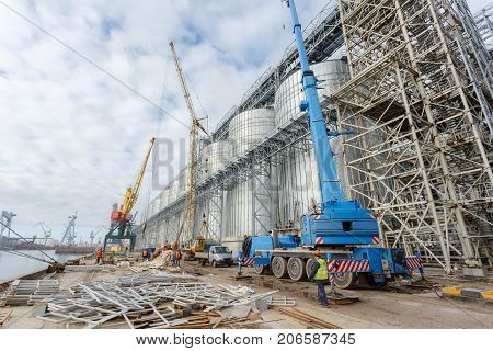 Building of granaries. It is located next to a railroad siding for easy loading and unloading. Silos for wheat storage and drying.