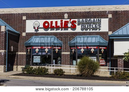Indianapolis - Circa September 2017: Ollie's Bargain Outlet. Ollie's Carries a Wide Range of Closeout Merchandise V
