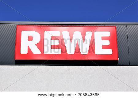 An image of a REWE Logo - Aerzen/Geramny - 10/01/2017