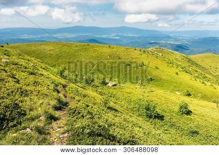 Beautiful Landscape Of Runa Mountain, Ukraine. Green Landscape On A Bright Forenoon. Ridge In The Di