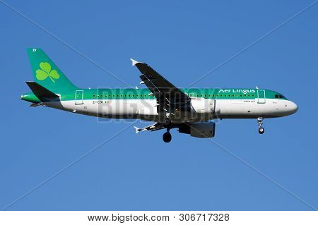 Aer Lingus Airbus A320 Ei-ezw Passenger Plane Landing At Madrid Barajas Airport