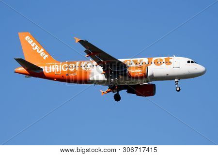 Easyjet Special Livery Airbus A319 G-ezio Passenger Plane Landing At Madrid Barajas Airport