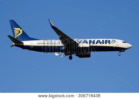 Ryanair Boeing 737-800 Ei-dyf Passenger Plane Landing At Madrid Barajas Airport