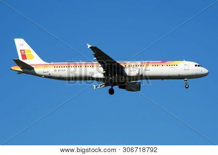 Iberia Airlines Airbus A321 Ec-ilo Passenger Plane Landing At Madrid Barajas Airport
