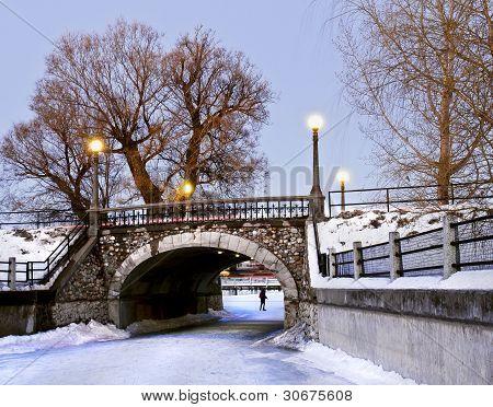 Puente de piedra de invierno