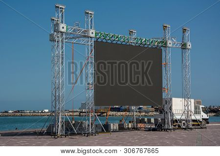 Large Blank Open-air Outdoor Led Screen For Public Event Such As Presentation, Concert, Cinema, Conf