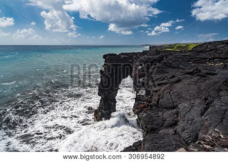 Holei Sea Arch In Hawaii Volcanoes National Park In Hawaii, United States