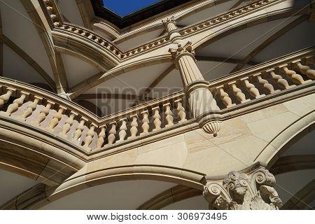 Das Altes Schloss In Stuttgart. Hier Ein Detail Des Prachtvollen Renaissance Innenhofs
