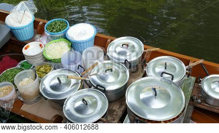 Iconic Asian Lat Mayom Floating Market. Khlong River Canal, Long-tail Boat With Bowls Of Traditional