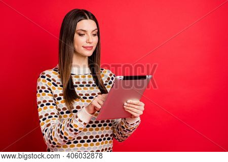Photo Portrait Of Pretty Student Using Tablet E-reader Smiling Isolated Bright Red Color Background