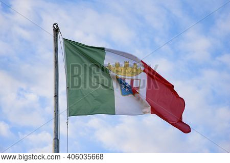 Italian Merchant Flag Decreed On November 9, 1947. Coat Of Arms With Quartered Arms Of The Maritime