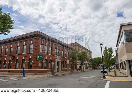 Beverly, Ma, Usa - Jun. 12, 2020: Historic Buildings On Cabot Street At Broadway In Historic City Ce