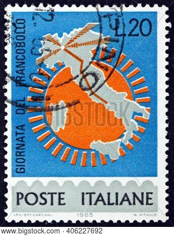 Italy - Circa 1965: A Stamp Printed In Italy Shows Map Of Italy With Milan-rome Highway, Circa 1965
