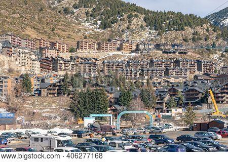 El Tarter, Andorra : 2021 Febraury 2 : Paking Int Covid19 Times Grandvalira Ski Resort On Andorra In