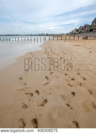St Malo, France - September 16, 2018: Main Beach Of The Famous Resort Town Saint Malo In Brittany, F