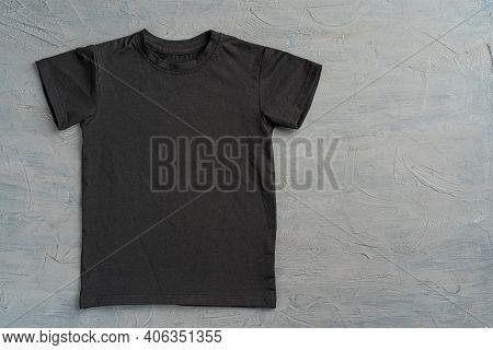 Black Color Plain T-shirt With Copy Space