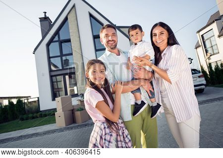 Photo Portrait Of Full Family Wife Embracing Husband Keeping Son Smiling With Small Daughter Outside