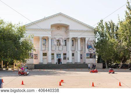 Russia, Crimea, Feodosia September 18, 2020-the Crimea Cinema On Aivazovsky Avenue, House 1, Built A