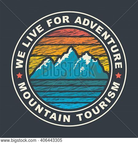 Round Travel Banner Or Label In Retro Style With Snow-crowned Mountains In Sunset Colors And The Wor