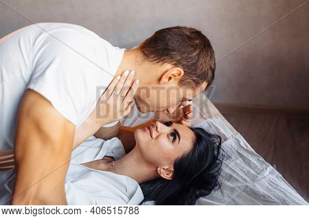 A Sexy Guy Gently Pushed His Girlfriend Onto The Bed In A Fit Of Passion. Ready To Give Great Pleasu