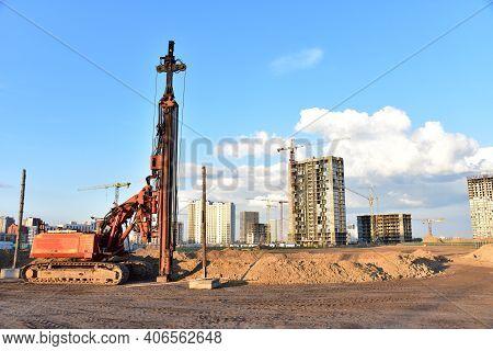 Vibrating Hydraulic Hammer. Hydraulically Driven Free-fall Hammer. Piling Methods For Deep Foundatio