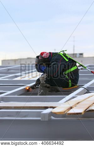 12.05.2020 Syktyvkar, Russia, Builders Working On A Construction Site, Against The Background Of An