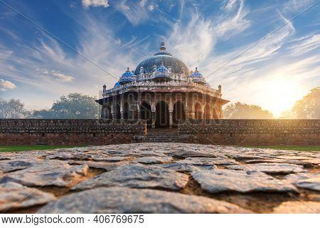 Humayun Tomb Complex In India, Isa Khans Tomb, New Delhi