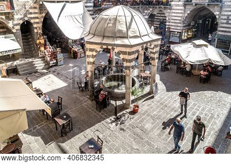 Diyarbakir, Turkey - October 9, 2020: This Is The Courtyard Of The Former Old Caravanserai With A Fo