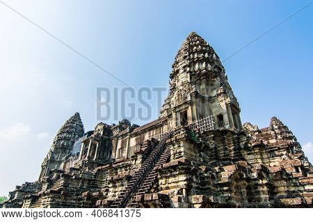 Prang Of Angkor Wat ,the Archaeological Site That Was Built To  Worship  Shiva Of The Hindu By Angko