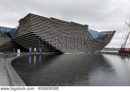 Dundee, Scotland - August 11, 2019: Ship-shaped Building Of V&a Design Museum In Dundee, Scotland Wi