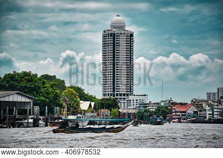 Bangkok, Thailand 08.20.2019 Fascinating Tower Of The Bangkok River Park Condominium Alongside The C