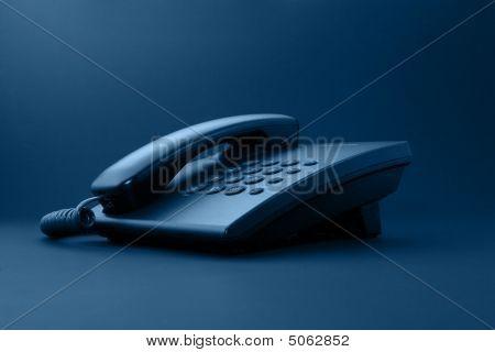 Черный рабочий телефон