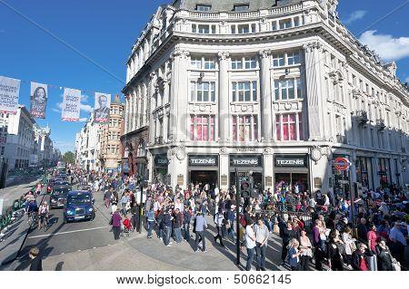 London crowded Oxford street