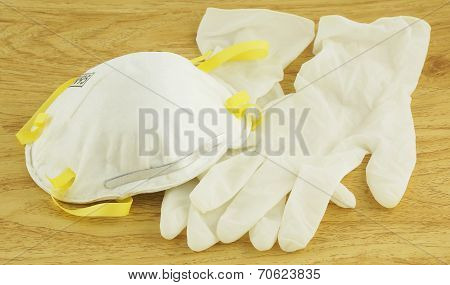 N95 White Mask And Gloves For Disease Prevention