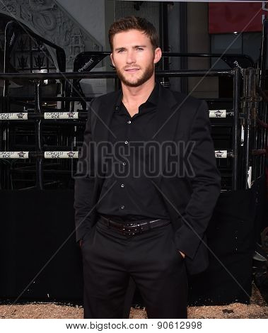 LOS ANGELES - APR 06:  Scott Eastwood arrives to the