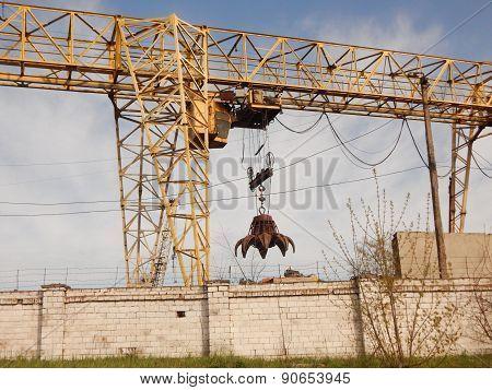Grabber crane at recycling center