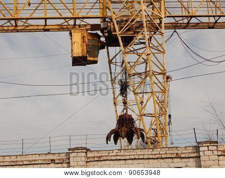 Stopped grabber crane