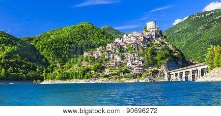 Castel di Tora - impressive medieval village on Lake Turano, Ita