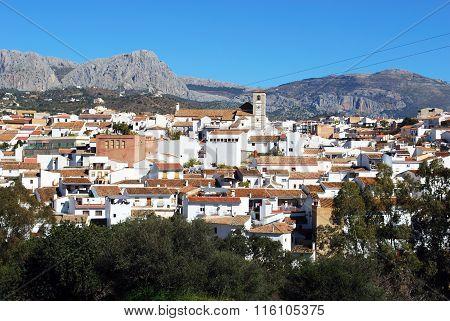 View of Rio Gordo white town.